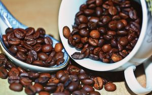 pełne ziarna kawy